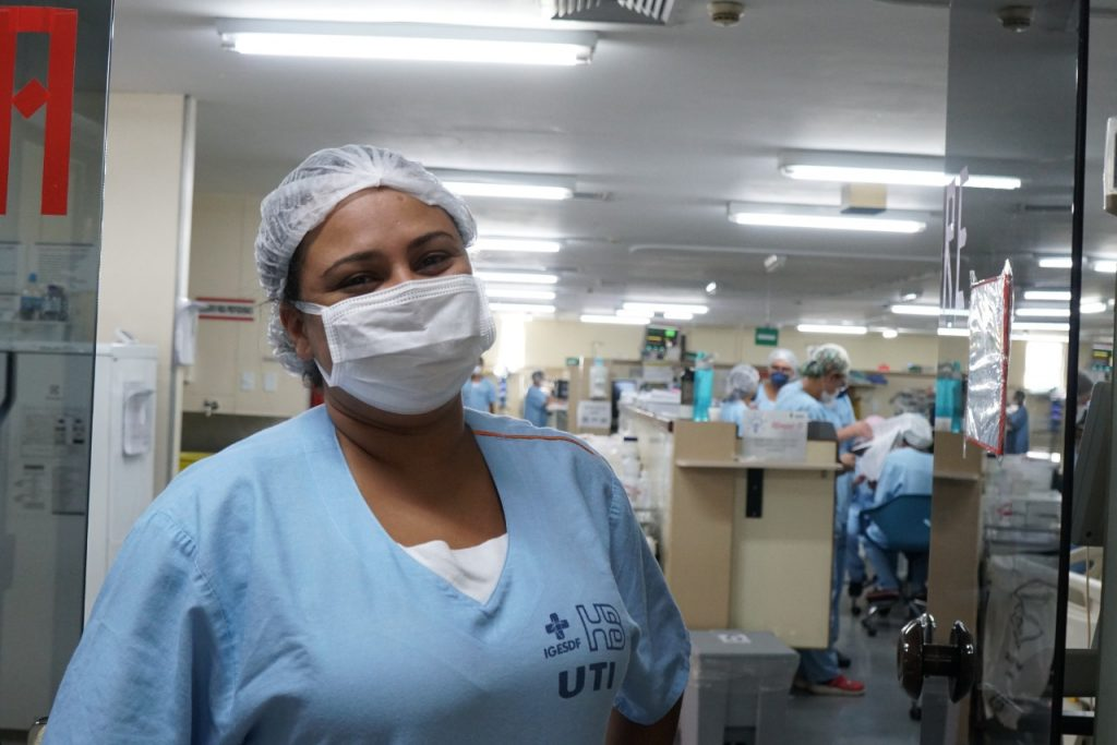 """Enfermeira Joiceane Frota: """"A gente consegue avaliar que a rotina vai ser mantida. Vamos passando para os novos colegas que chegarem"""""""