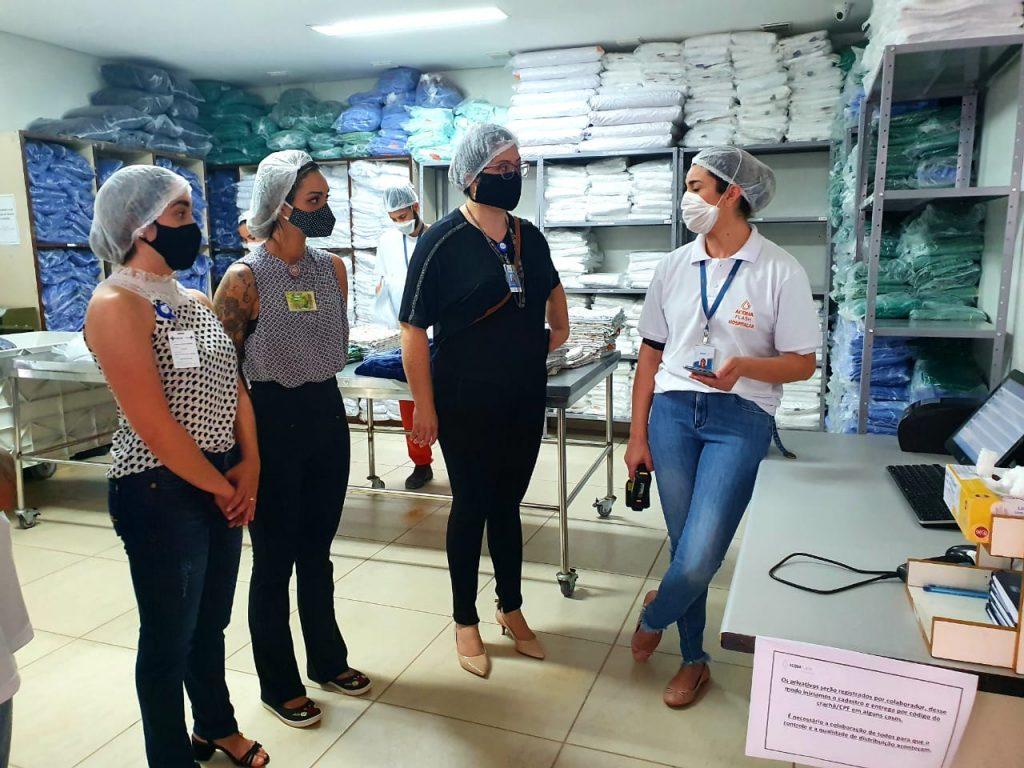 Equipe do Núcleo de Hotelaria do Iges visitou o HUB, que adotou sistema de controle do enxoval em setembro deste ano