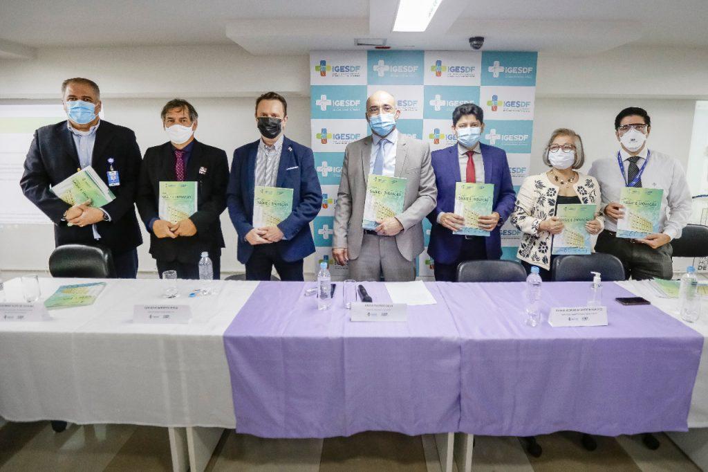 Evento de lançamento da revista Saúde e Inovação, em auditório do Hospital de Base