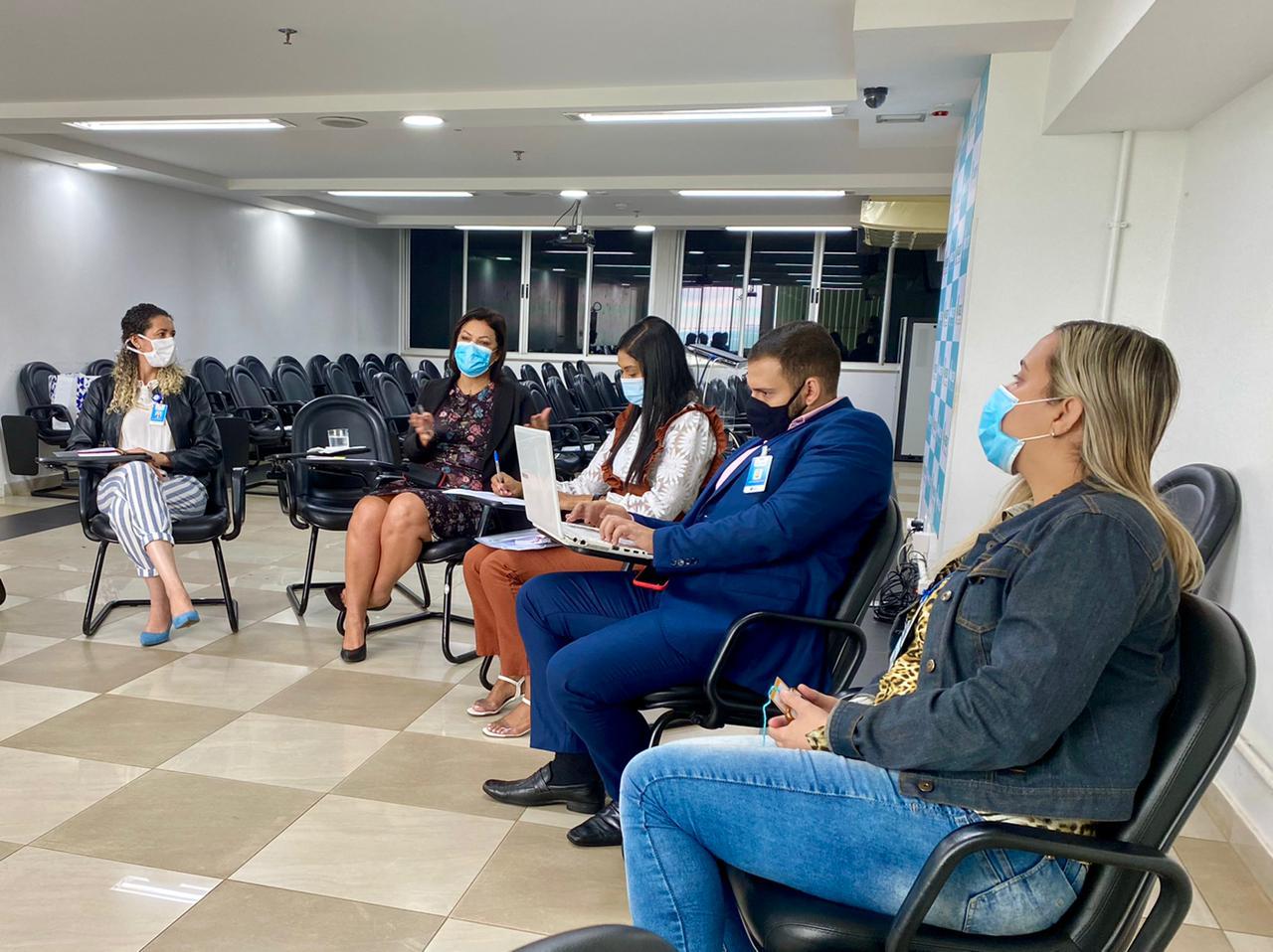Roda de conversa no auditório do Hospital de Base