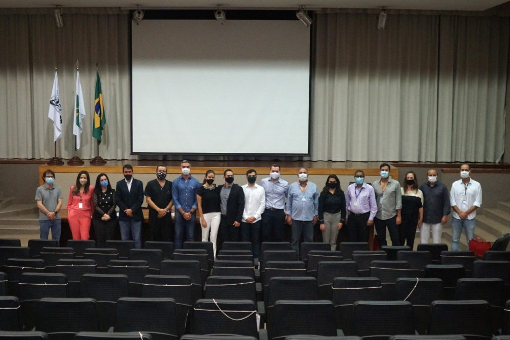 Cerimônia de formatura de residentes no auditório da Fepecs