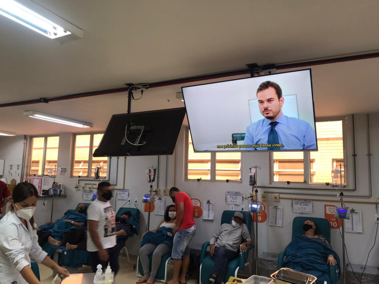 Vídeo está disponível nas televisões da sala de quimioterapia do Hospital de Base