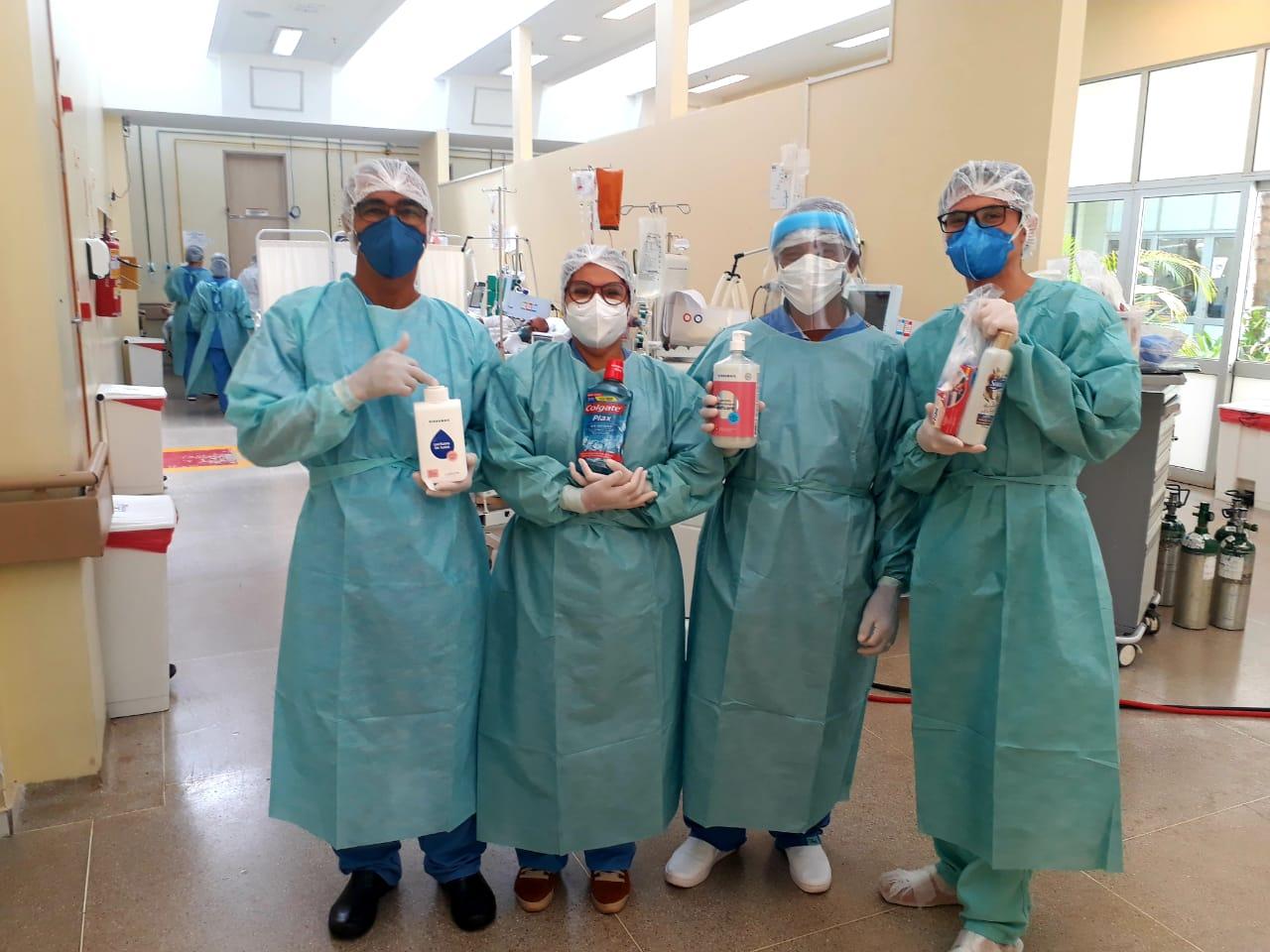 Itens de higiene entregues à equipe do Hospital de Santa Maria