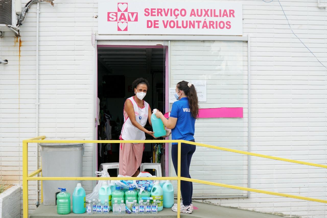 Doações entregues ao grupo Serviço Auxiliar de Voluntários, que atua no HB